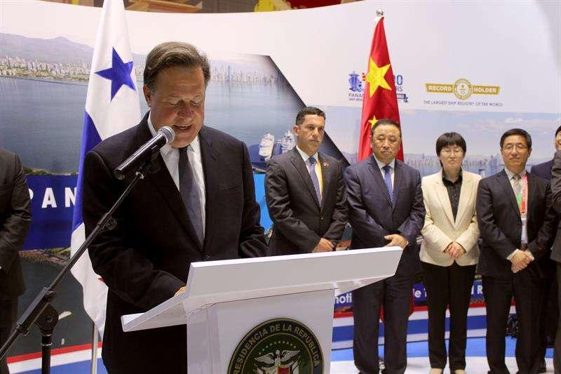 El presidente Juan Carlos Varela, en declaraciones exclusivas a Efe tras inaugurar el pabellón de Panamá. EFE