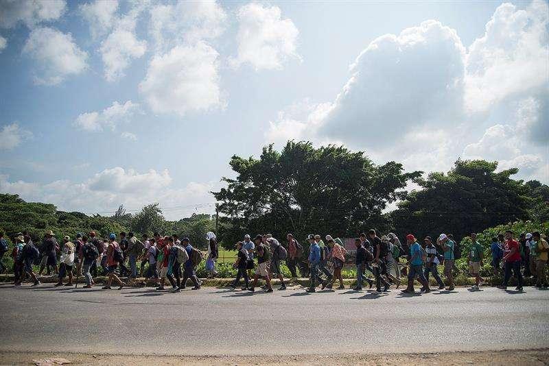 La segunda caravana de migrantes centroamericanos, que ingresó al país diez días después de la primera, llegó al municipio de Matías Romero, en el estado de Oaxaca. EFE