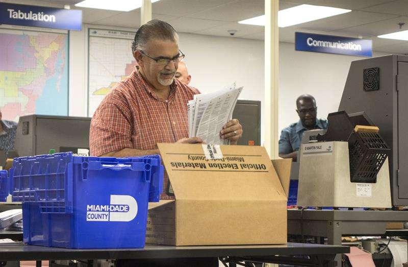 Las oficinas electorales de Florida inician el tedioso recuento de votos  Al pulsar, contabiliza la descarga Miami, 11 nov (EFE).- Los empleados de los entes electorales en los 67 condados de Florida iniciaron hoy, aunque algunos comenzaron el sábado. EFE