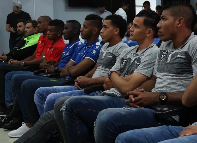 Jugadores y técnicos en la conferencia de prensa del sorteo./ Foto Cortesía