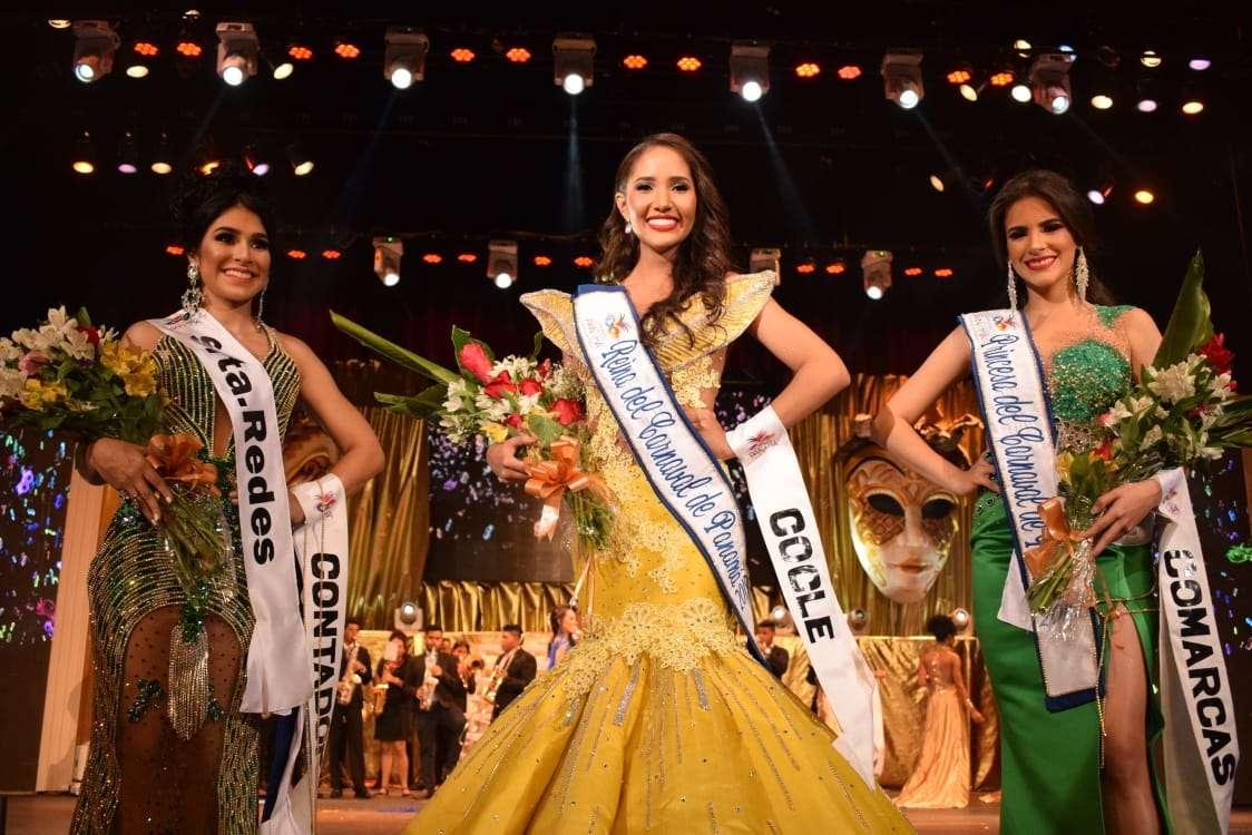 SM Valerie Falcón, junto a sus princesas Fianeth Corroy Andrea Guevara.