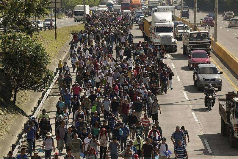Una segunda caravana formada por unos 600 migrantes, entre ellos niños y mujeres, sale hoy, miércoles 31 de octubre de 2018, con rumbo a los Estados Unidos. EFE