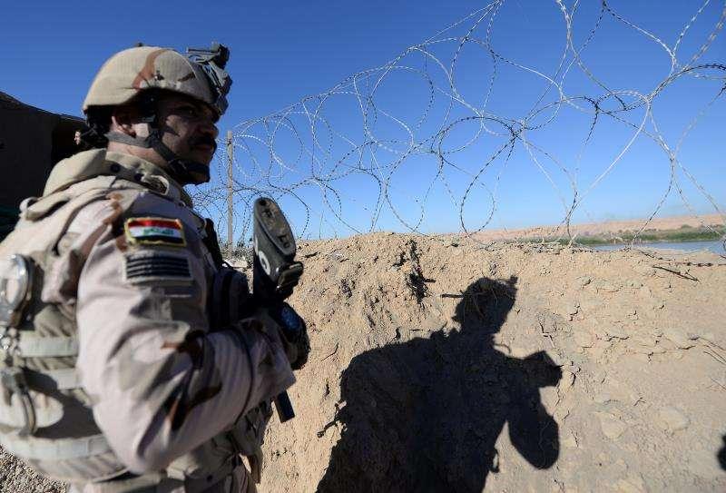 Un soldado iraquí hace guardia en al-Qaim. EFEArchivo
