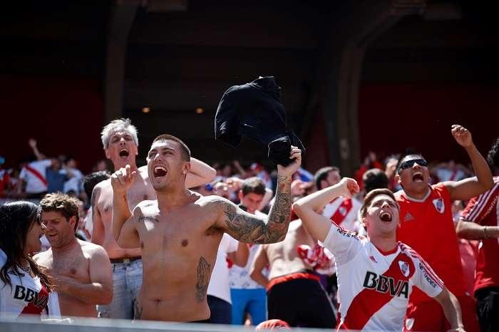 Los hinchas de River Plate se quedaron con las ganas de ver a su equipo jugar la final en el Monumental. /AP