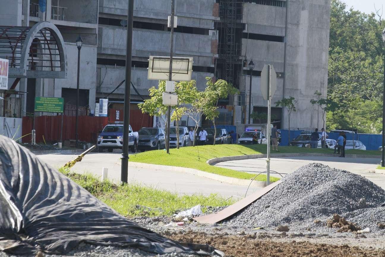 Aparentemente el cuerpo de la víctima quedó dentro del área en construcción. Foto: Edwards Santos