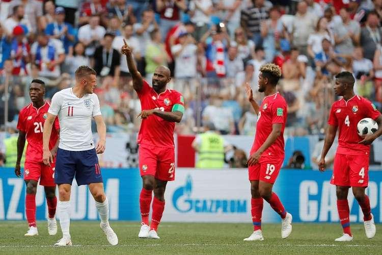 Felipe Baloy celebra tras marcar el 6-1 en la derrota de la selección de Panamá ante Inglaterra. Foto: EFE