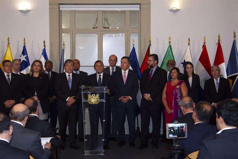 El canciller peruano, Néstor Popolizo (c), comparece en rueda de prensa hoy junto a sus pares del Grupo de Lima, en Lima (Perú). EFE