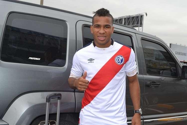José 'Gasper' Murillo durante su llegada a Lima, Perú: Foto: @CCDMunicipal