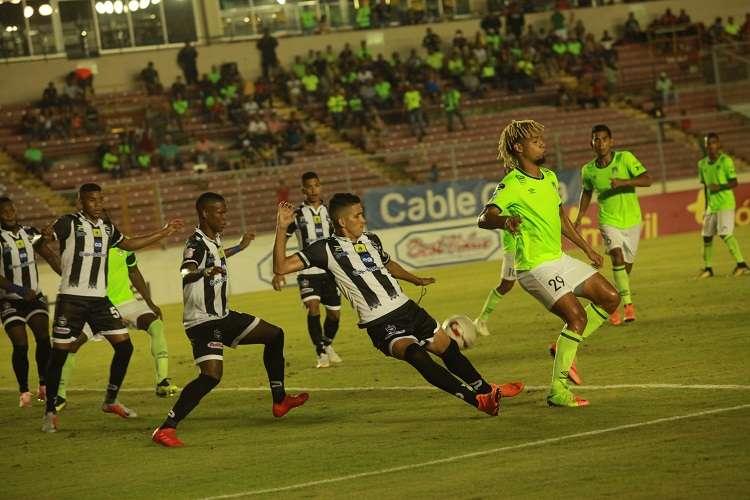 El Tauro F.C., campeón defensor del fútbol panameño. Foto: Anayansi Gamez