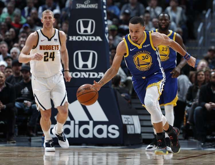 Como de costumbre, Stephen Curry lideró el ataque de los Warriors./ Foto AP