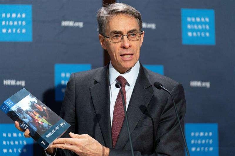 El director ejecutivo de Human Rights Watch (HRW), Kenneth Roth, ofrece una rueda de prensa para presentar el informe anual de la organización, en Berlín, Alemania, hoy, 17 de enero de 2019. EFE