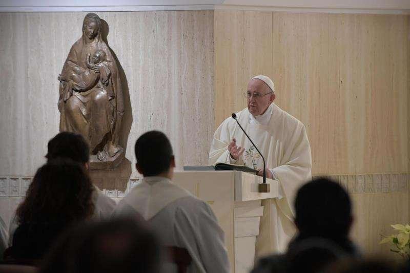 El papa Francisco oficia misa en Casa Santa Marta, en Ciudad del Vaticano, hoy, 17 de enero de 2019. EFE/ Vatican Media