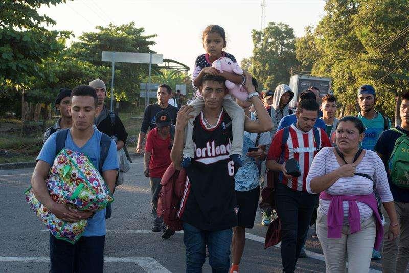 Migrantes hondureños comenzaron su camino este viernes, rumbo a la ciudad mexicana de Tapachula, en el estado de Chiapas (México). EFE