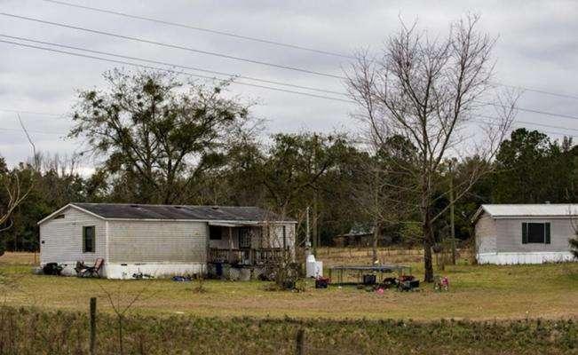 Los cuerpos fueron hallados el domingo en una casa de las afueras de Live Oak después que se denunció su desaparición. AP