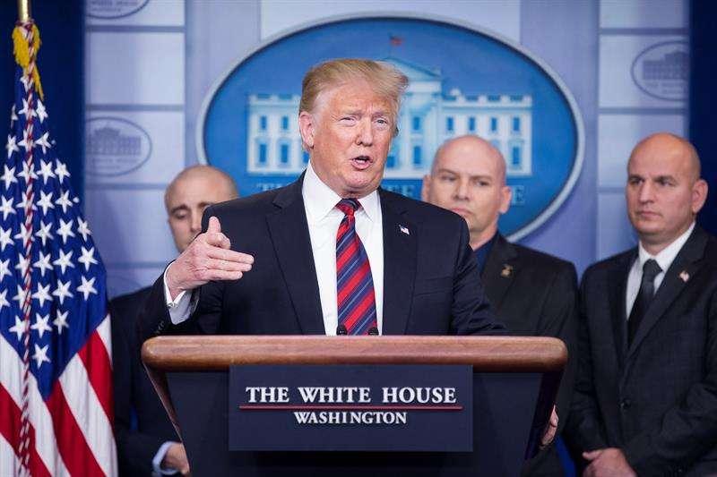 En la imagen, el presidente de los Estados Unidos, Donald J. Trump (c). EFEArchivo