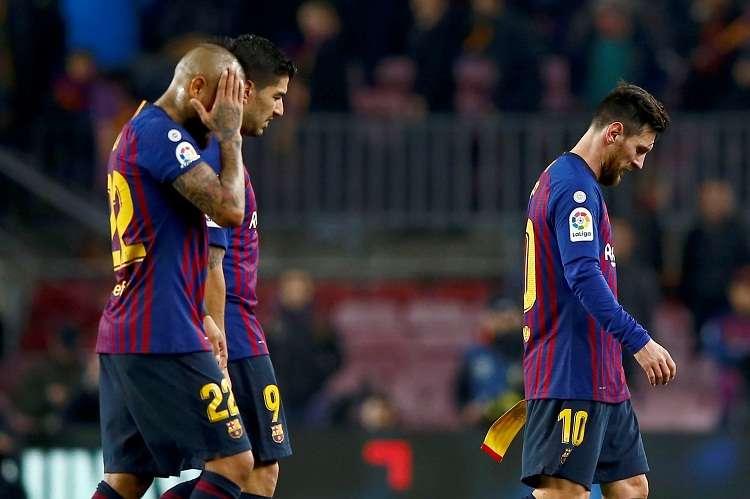 Arturo Vidal, Luis Suárez y Leo Messi, a la finalización del encuentro de ida de las semifinales de la Copa del Rey. Foto: EFE