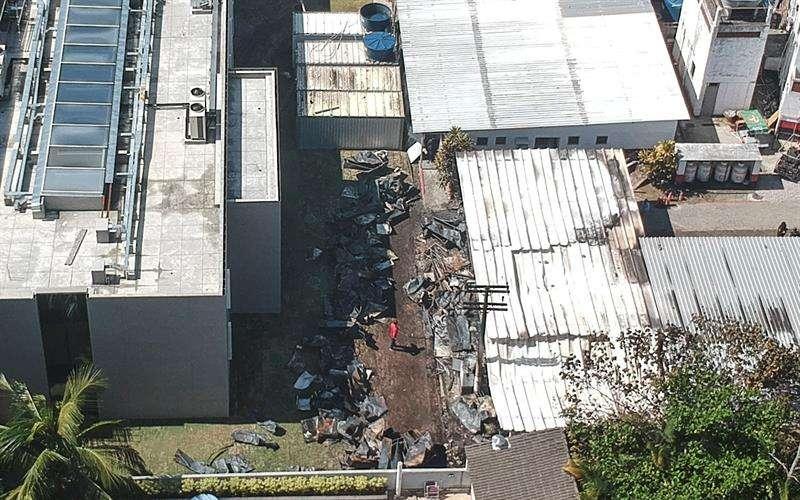 Vista aérea desde un dron que muestra los estragos del incendio registrado en la madrugada de este viernes, en el centro de entrenamiento del club de fútbol Flamengo, en Río de Janeiro (Brasil). EFE