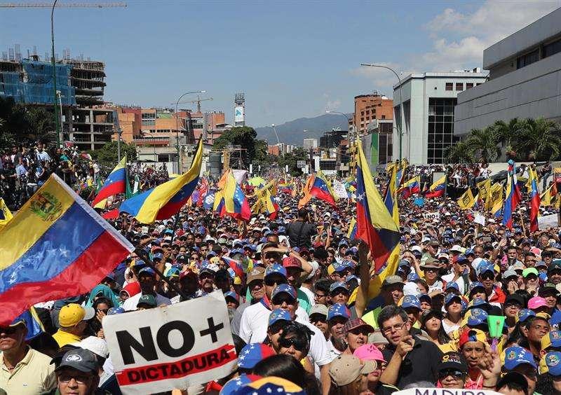 """La oposición reclama que Maduro abandone el poder que señalan """"usurpa"""" para que pueda instalarse un Gobierno transitorio que convoque a elecciones libres. EFE/Archivo"""