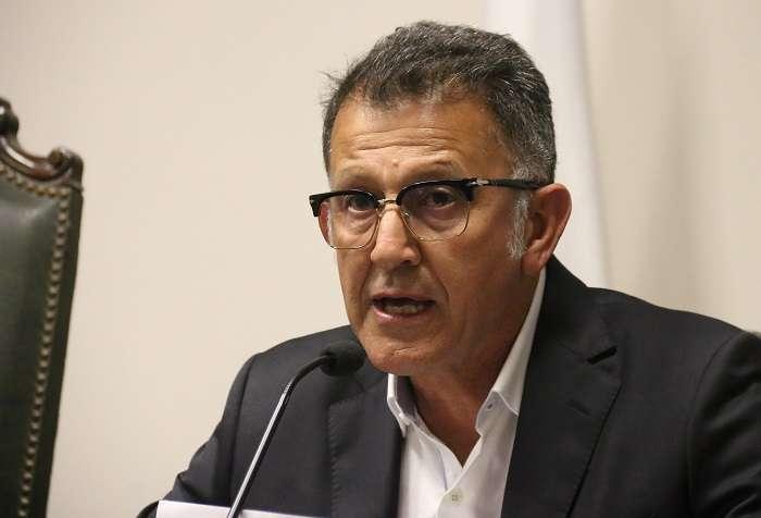 El exseleccionador de Paraguay, el colombiano Juan Carlos Osorio, habla en una rueda de prensa donde anunció su desvinculación del equipo./ EFE