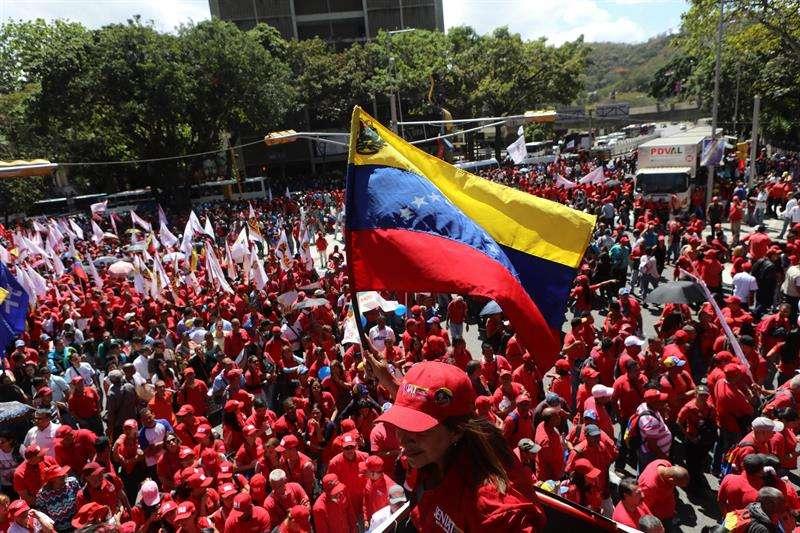 Registro de la marchan en apoyo al gobierno del presidente de Venezuela, Nicolás Maduro, este martes, en Caracas (Venezuela). EFE