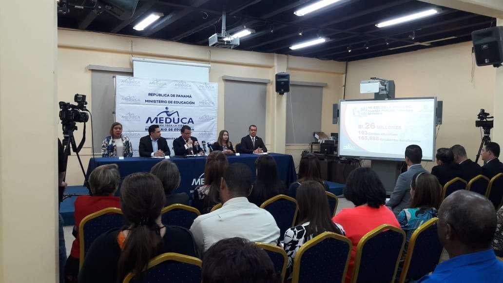 El anuncio fue realizado en medio de una conferencia de prensa. Foto: Jean Díaz