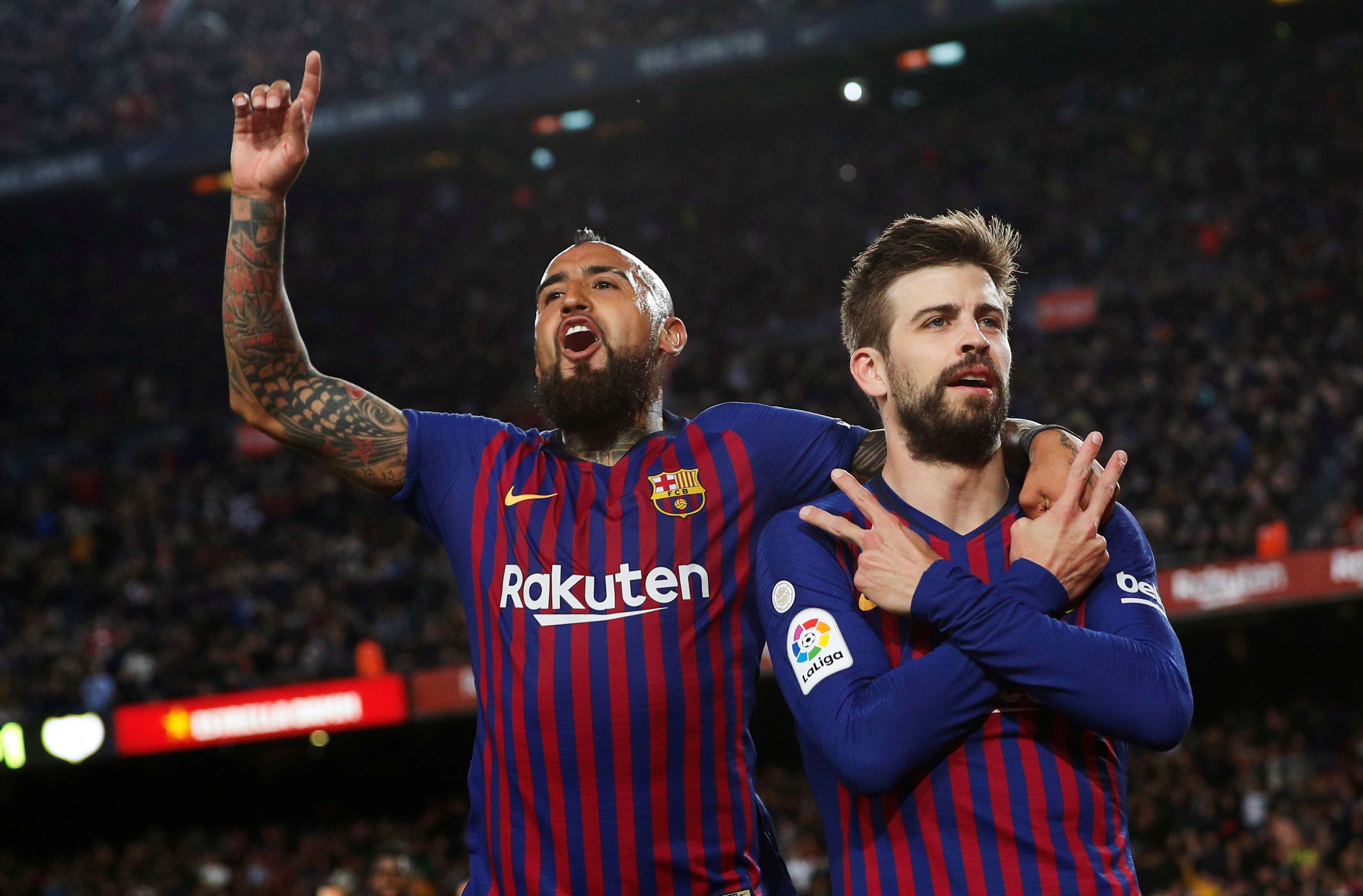Gerard Piqué, defensor del FC Barcelona, celebra su gol de hoy. / EFE