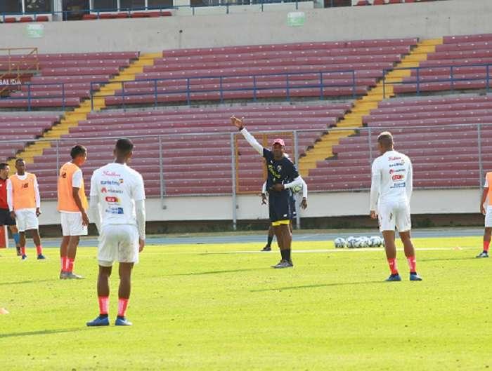 Julio Dely Valdés durante sus primeros entrenamientos en esta nueva etapa con Panamá. Foto: Anayansi Gamez