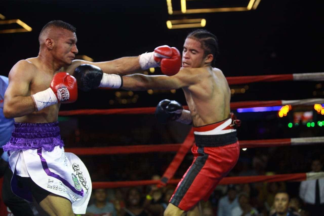 """Carlos """"Arañita"""" Ortega (izq.) y Johnny Garay cumplieron con dar un buen combate. Foto: Anayansi Gamez"""