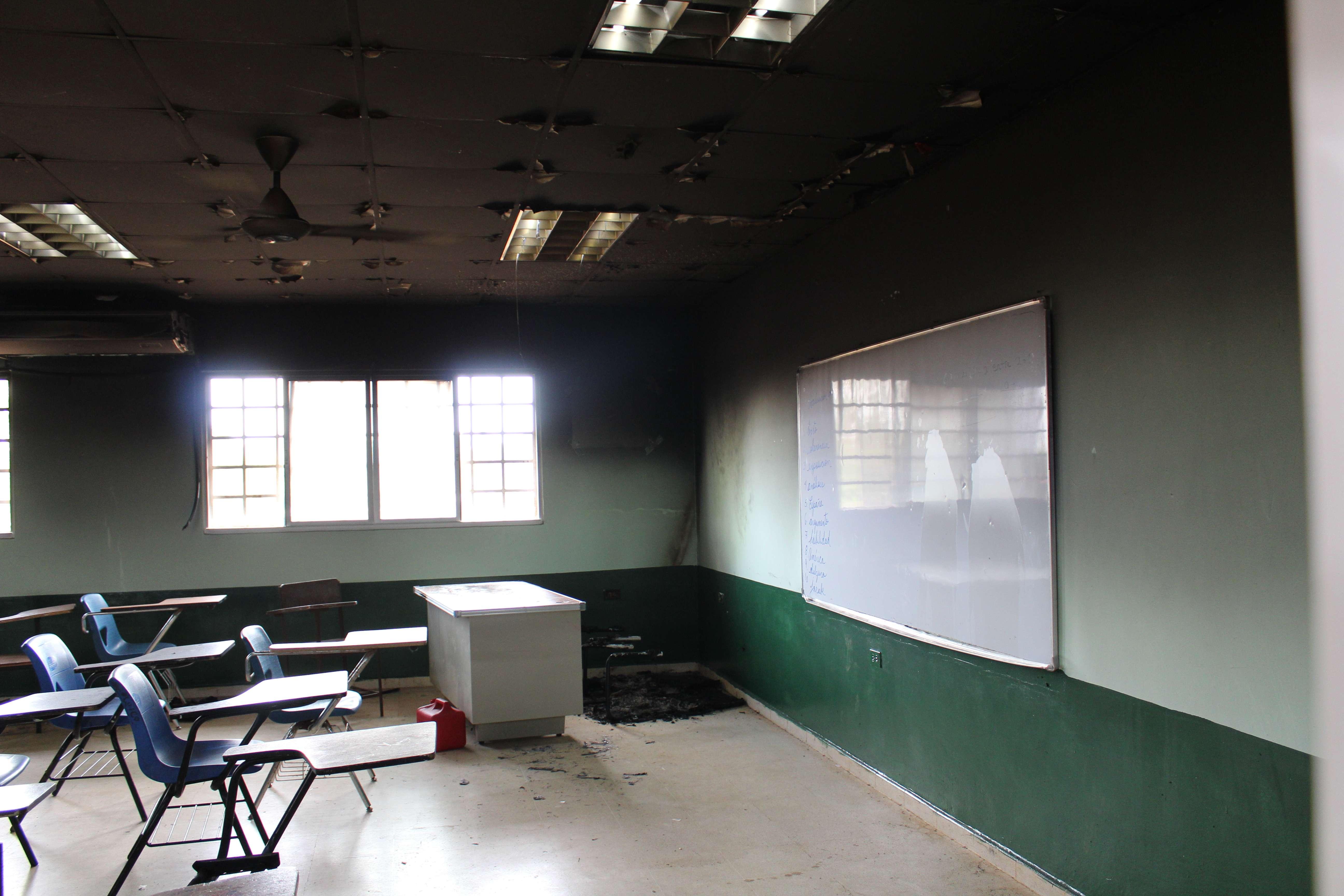 Vista general del aula afectada por el incendio. Foto: Eric Montenegro