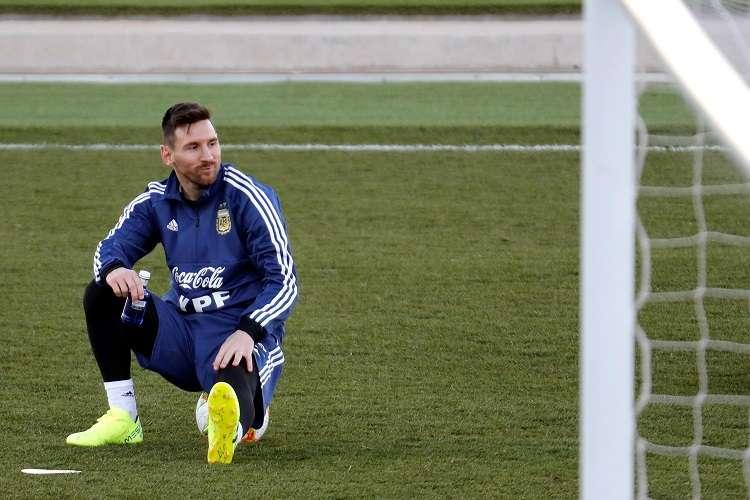 El delantero la selección de Argentina Lionel Messi durante el entrenamiento que el equipo realiza esta tarde en las instalaciones de Valdebebas. Foto: EFE