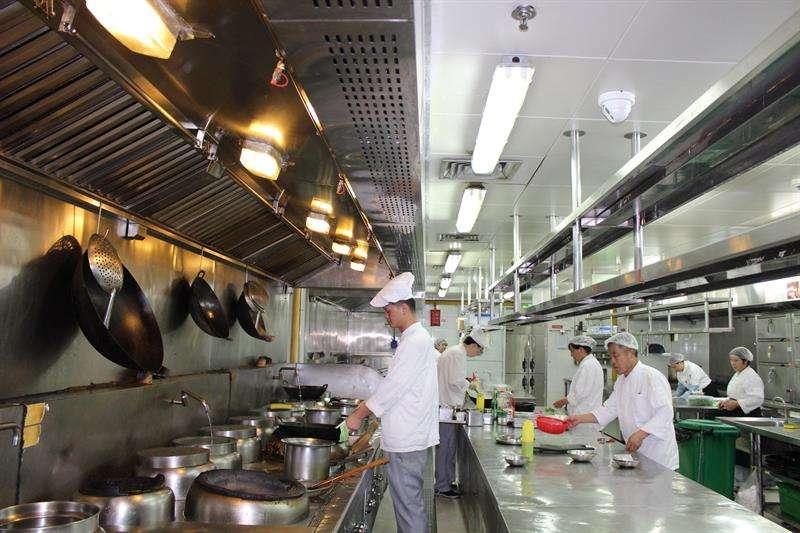 El control más absoluto ha llegado a las cocinas de los restaurantes en China, gracias a un sofisticado sistema de inteligencia artificial puesto en práctica en centenares de locales de la ciudad de Shanghái. EFE