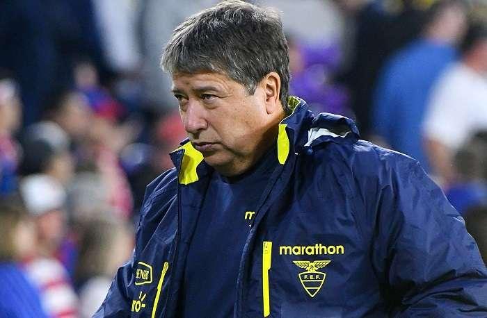 Hernán Dario Gómez (i), entrenador de la selección nacional de fútbol de Ecuador./ EFE