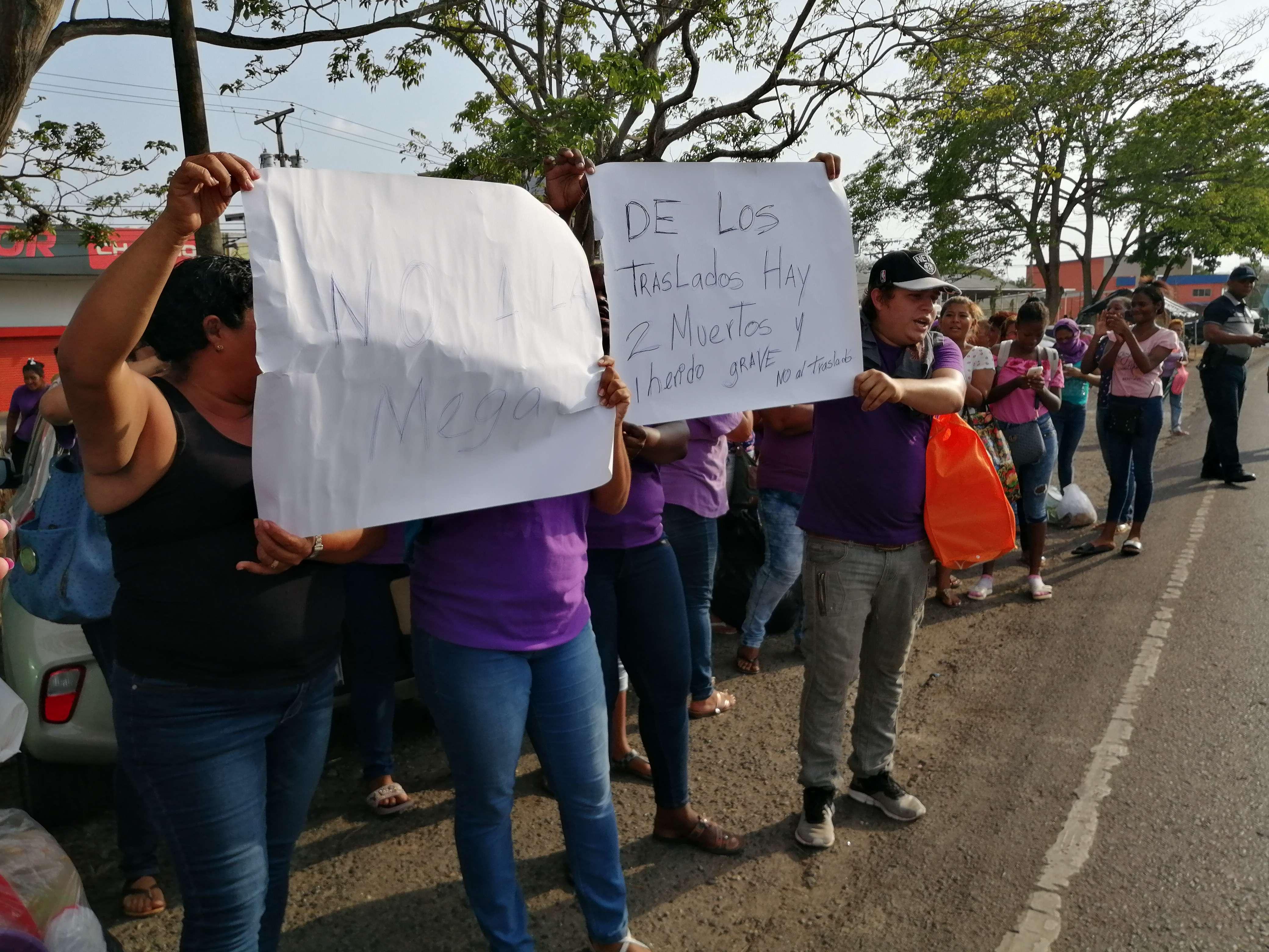 Familiares de reos se oponen al traslado a la Mega Joya. Foto/ Eric Montenegro.