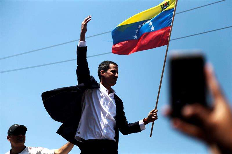 El jefe del Parlamento venezolano, Juan Guaidó (c). EFE/Archivo