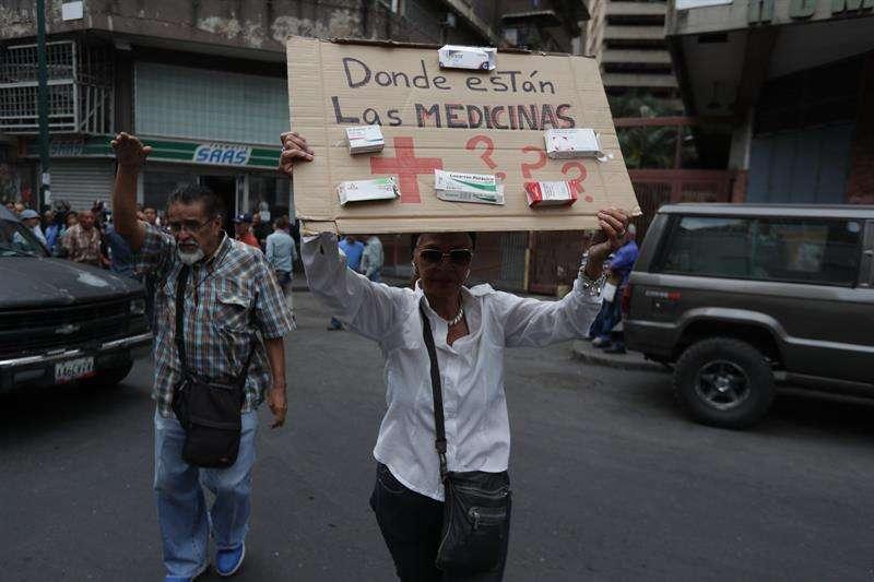 """""""No les han llegado las medicinas"""", dijo decepcionada a periodistas Margot Monasterios."""