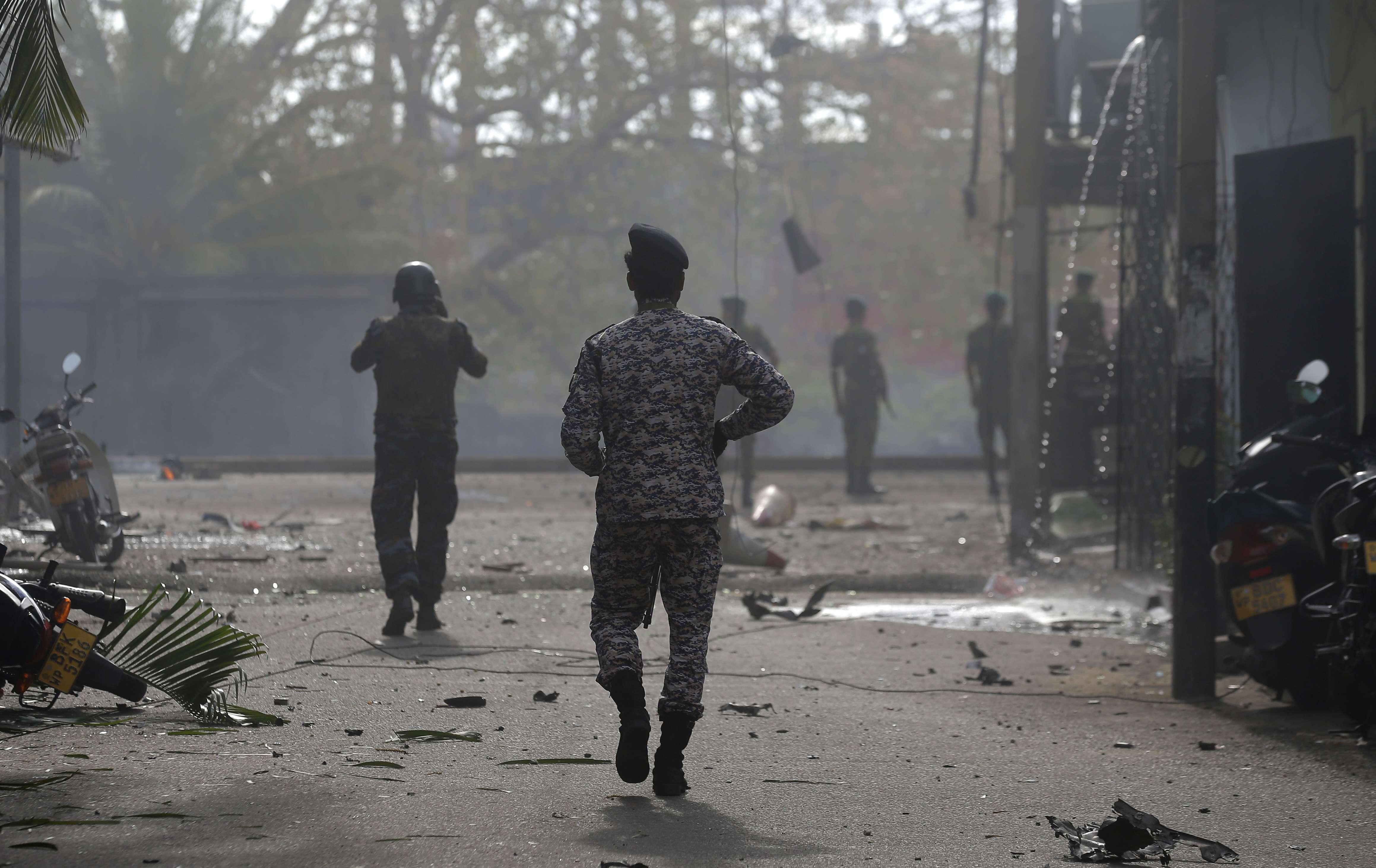 Precisamente en otro 21 de abril, de 1987, la explosión de un coche bomba causó la muerte de más de 150 personas en Colombo.