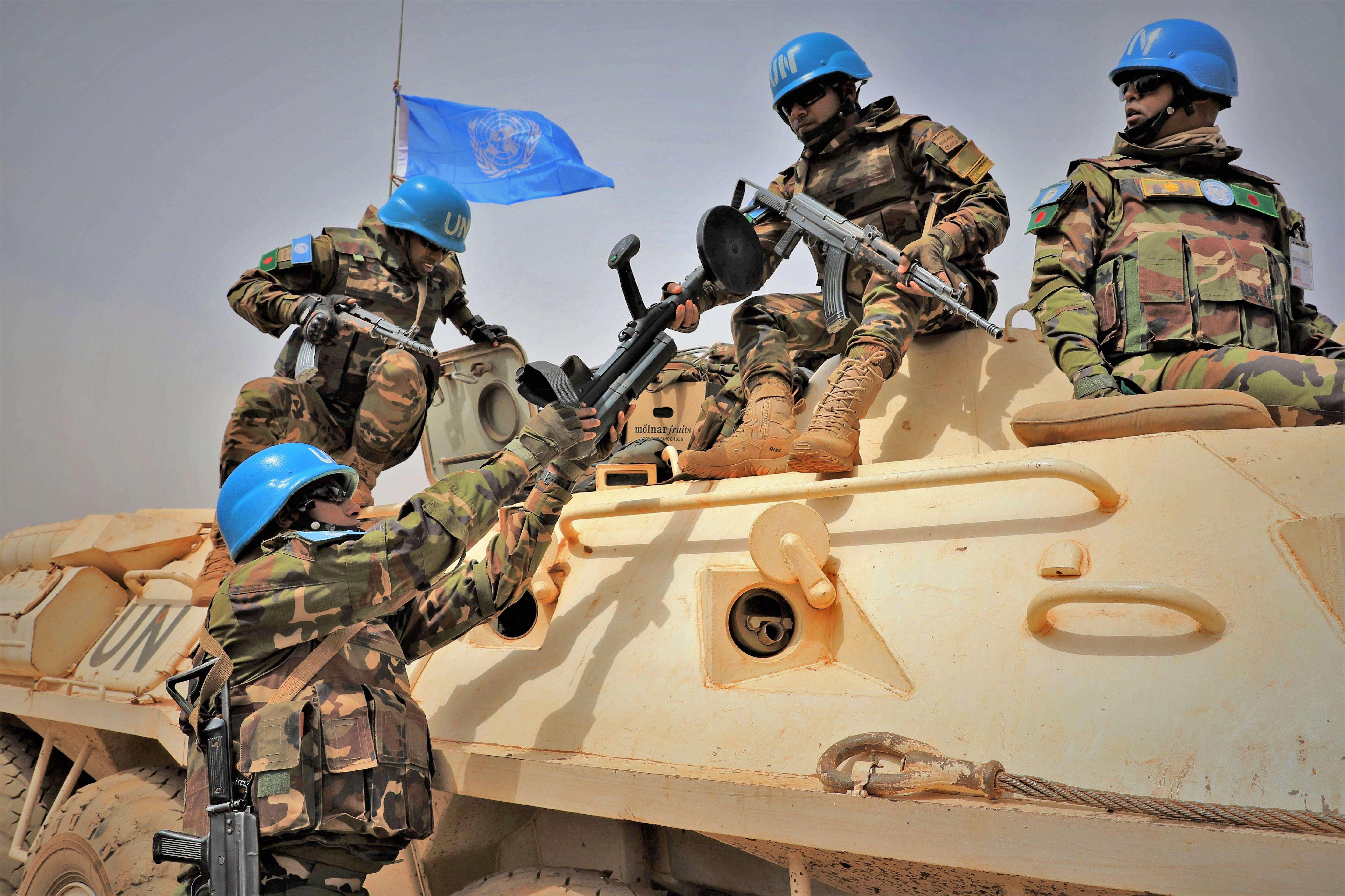 Las tropas orientales avanzaron con rapidez por el eje sur en dirección al antiguo aeropuerto internacional de Trípoli.