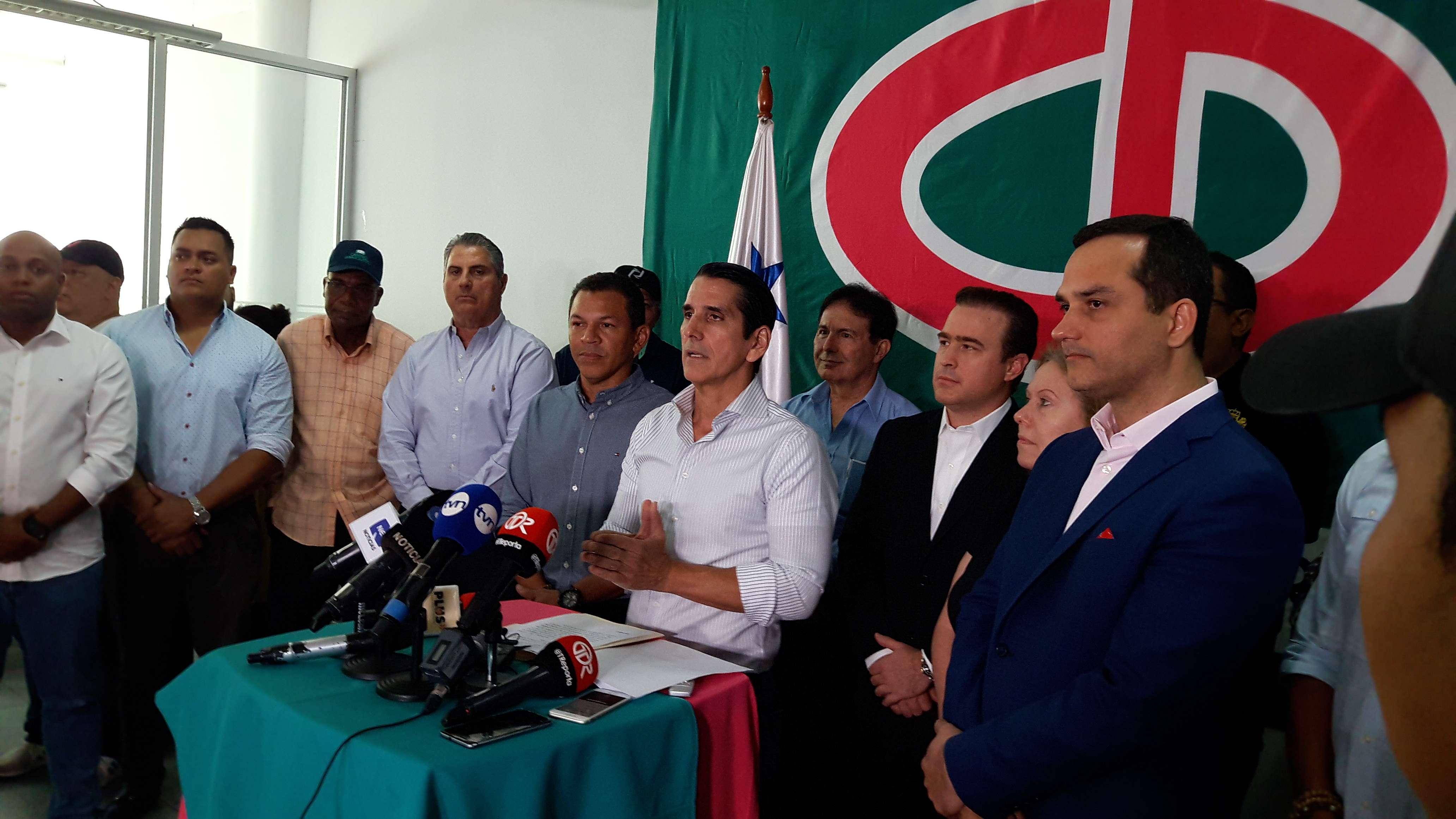 Rómulo Roux, integrante del Cambio Democrático, aceptó los resultados extraoficiales del Tribunal Electoral. Foto: Jean Carlos Díaz