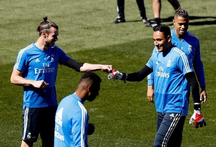 El delantero galés del Real Madrid Gareth Bale (i) y el portero costarricense Keylor Navas. Foto: EFE