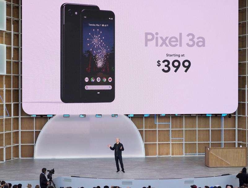 El vicepresidente de dispositivos y servicios de Google Rick Osterloh habla el pasado martes, 7 de mayo de 2019, durante la presentación de los nuevos teléfonos Pixel en la Google I/O en el Anfiteatro Shoreline en Mountain View, California (EE.UU.). EFE