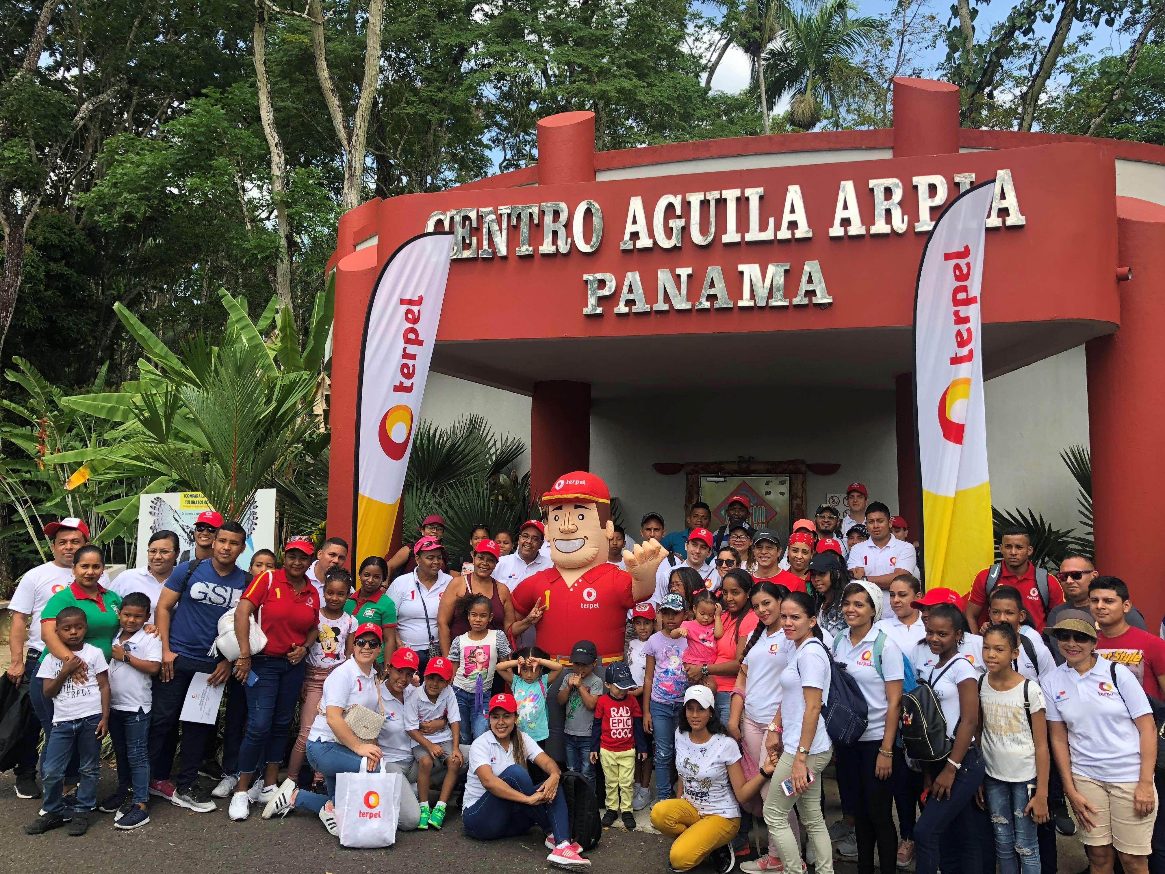 Voluntarios Terpel en el Parque Municipal Summit – Panamá