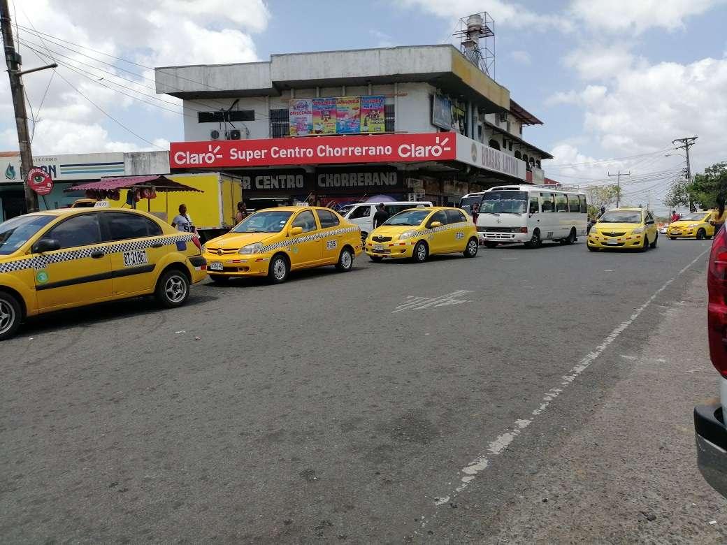 La implementación de la placa 13T y 13B en el transporte público de Panamá Oeste permitirá combatir de forma radical la piratería y clonación de placas, indicaron los transportistas. Foto: Eric Montenegro