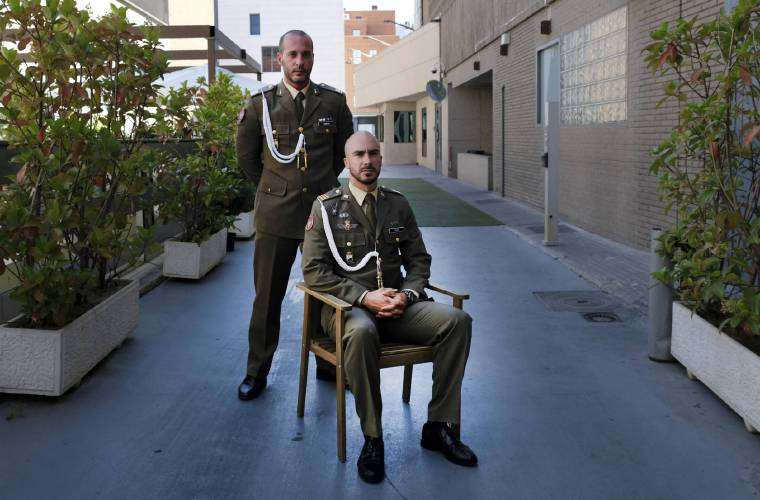 Los sargentos Sergio Martín y Víctor Calvo. FOTO DE EL PAÍS