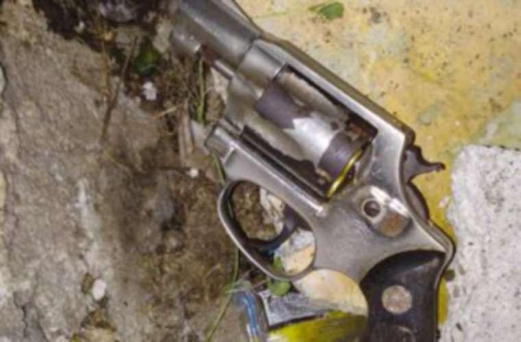 Una de las armas de fuego decomisada. Foto: Cortesía