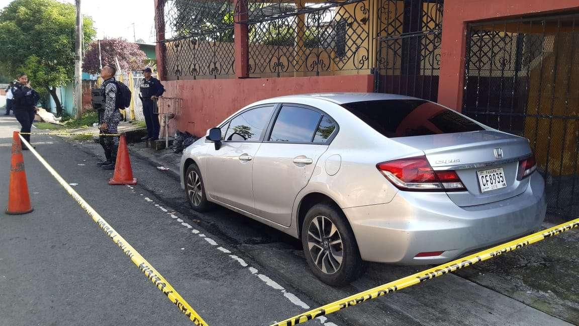 Sicarios abandonaron el vehículo en calle 2da Paraíso. Foto: Edwards Santos