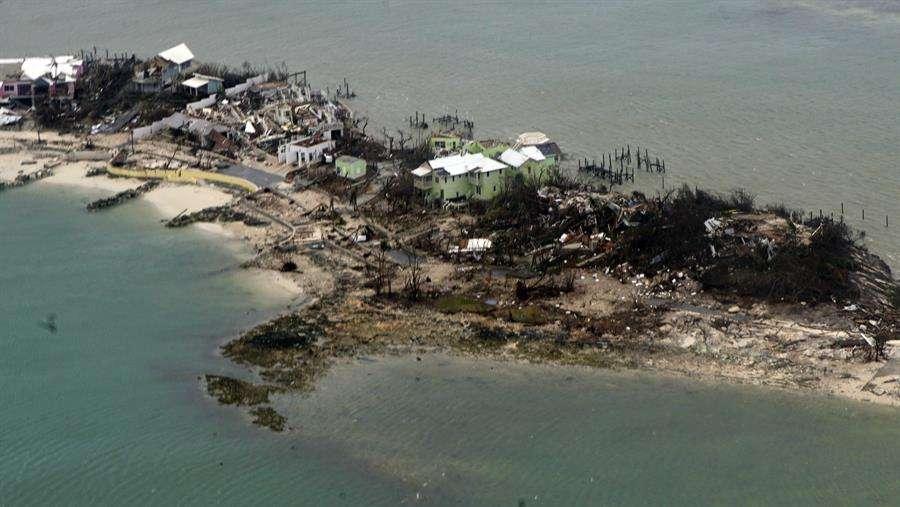 Fotografía cedida por la Guardia Costera de Estados Unidos donde se aprecia una vista aérea tomada el 3 de septiembre de 2019 a los destrozos que causó el huracán Dorian en las Bahamas. EFE