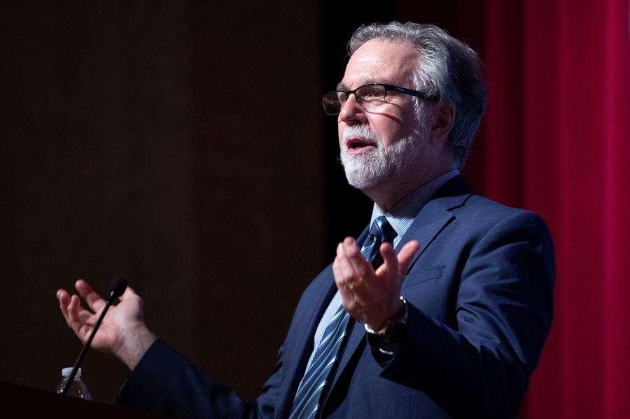 Gregg L. Semenz hace comentarios en una conferencia de prensa sobre su premio Nobel de Fisiología o Medicina 2019, en la Facultad de Medicina de la Universidad Johns Hopkins en Baltimore, Maryland, EE. UU., 07 de octubre de 2019. EFE