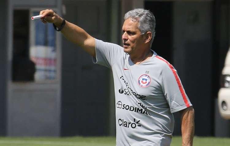 Rueda admitió que le sorprendió la decisión de los futbolistas de no jugar contra Perú. Foto: EFE