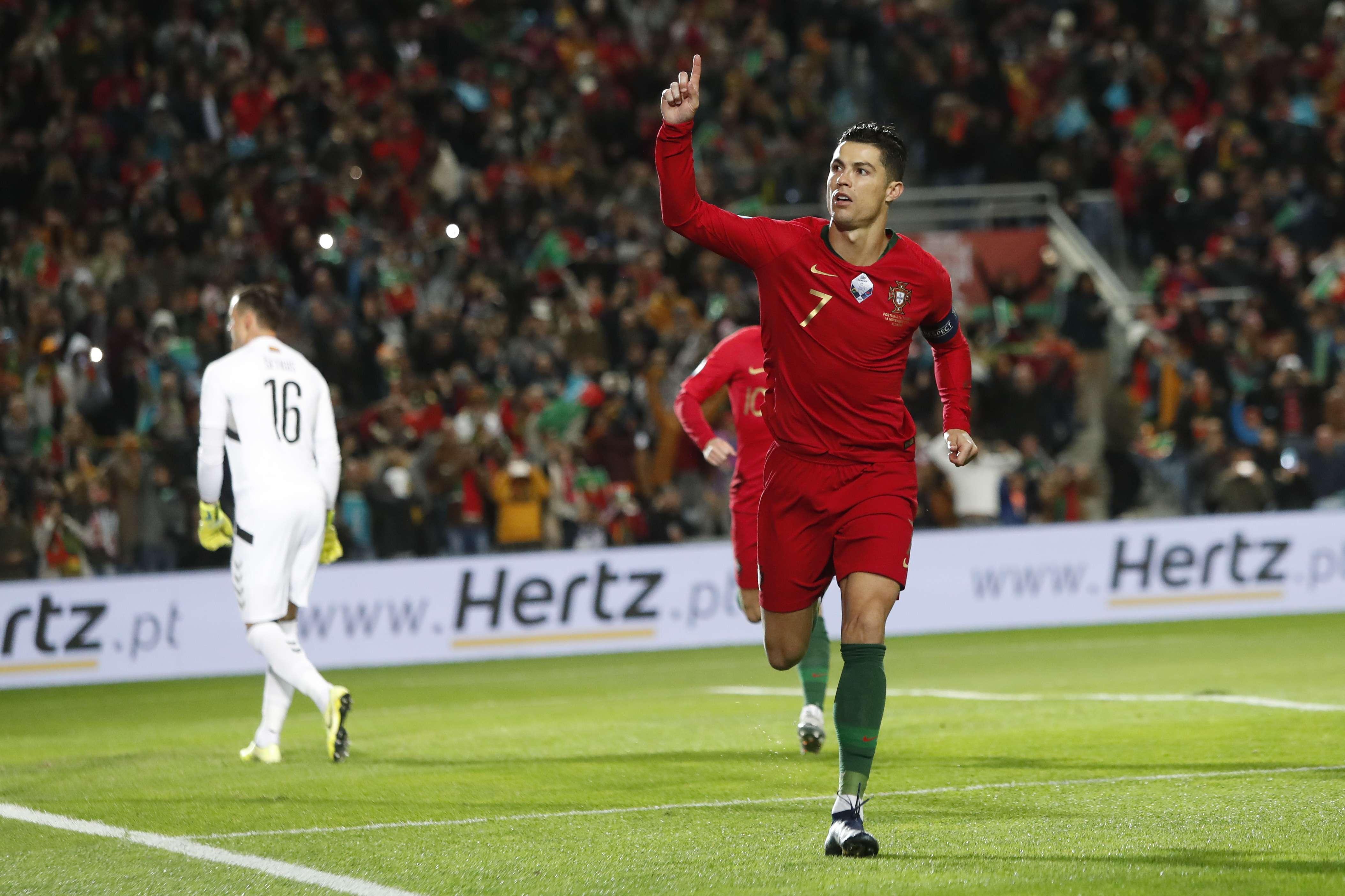 Cristiano Ronaldo celebra su anotación. Foto: AP