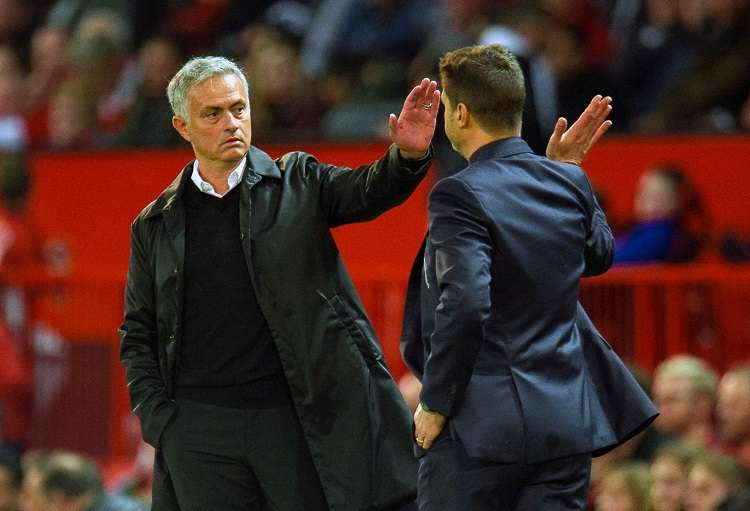 El luso vuelve a sentarse en un banquillo 11 meses después de ser despedido del Manchester United. Foto: EFE